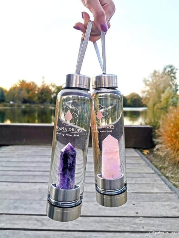Rózsakvarc Kristálykulacs és Ametiszt Kristálykulacs tó látképpel
